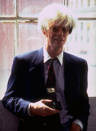 David-Bowie-as-Artist-Andy-Warhol-hairlo-crop